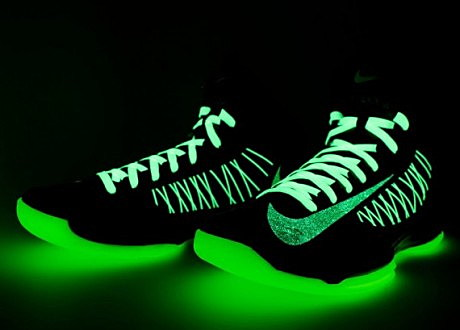 nikeid-hyperdunk-glow-in-the-dark-04-570x534