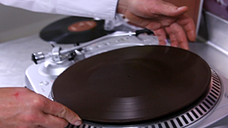 Breakbot-playable-chocolate-record
