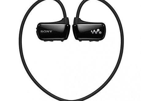 sony-nwz-w27-waterproof-mp3-player-and-earphones-03